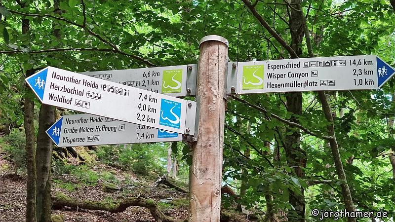 Wegweiser Wisper-Trail Naurother Grubengold und Wispertaunussteig